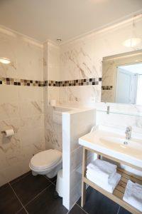Kamer met privébadkamer
